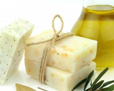 Homemade herbal shampoos and hair growth